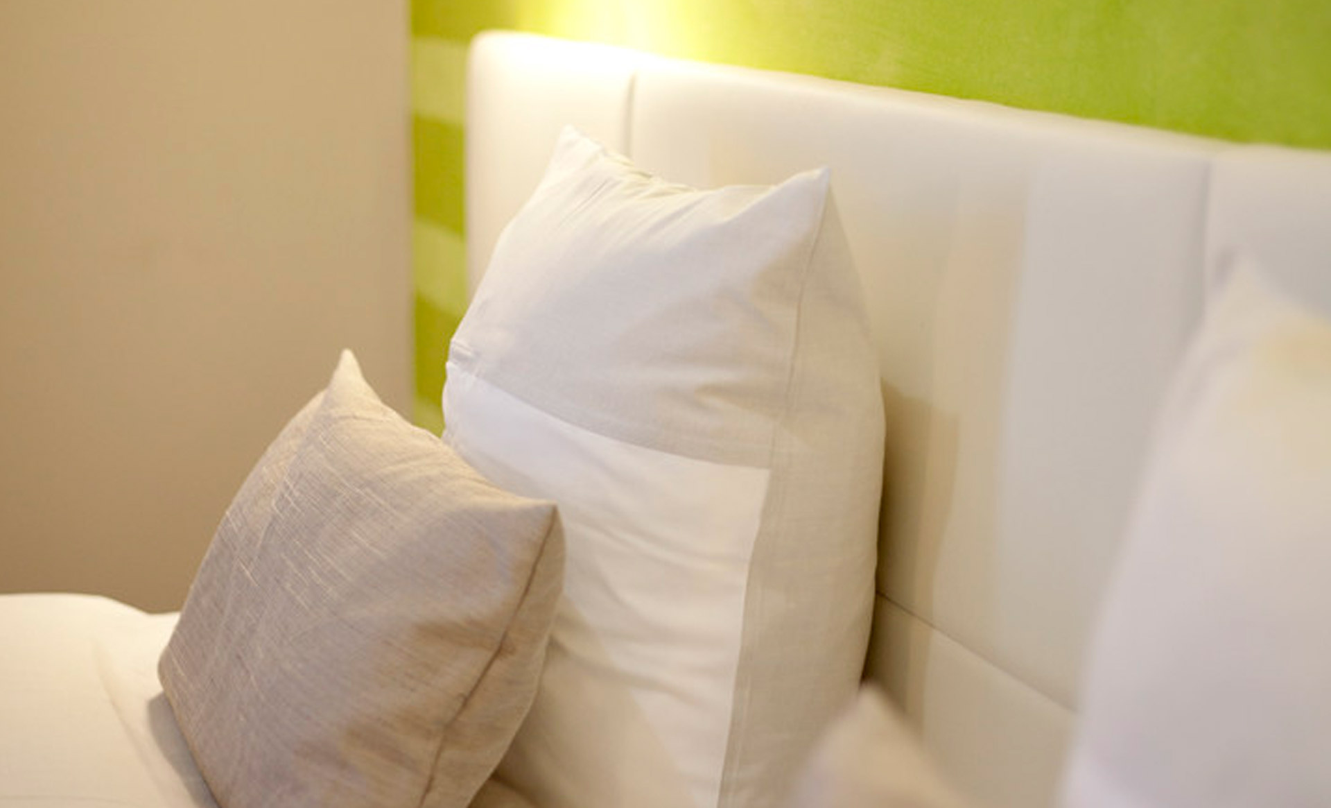 KEDI Hotel Zimmer Kissen